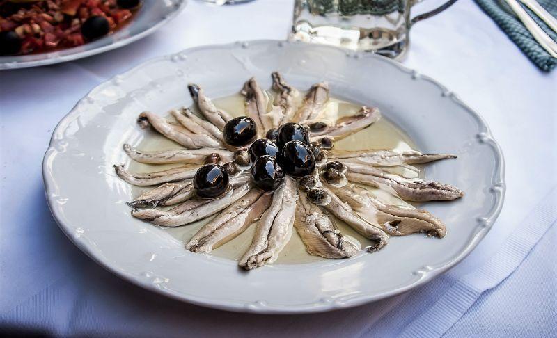 Anchoa Características, distribución, pesca, en la gastronomía Pez